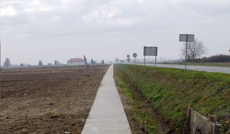 Staza do mjesnog groblja u Ernestinovu